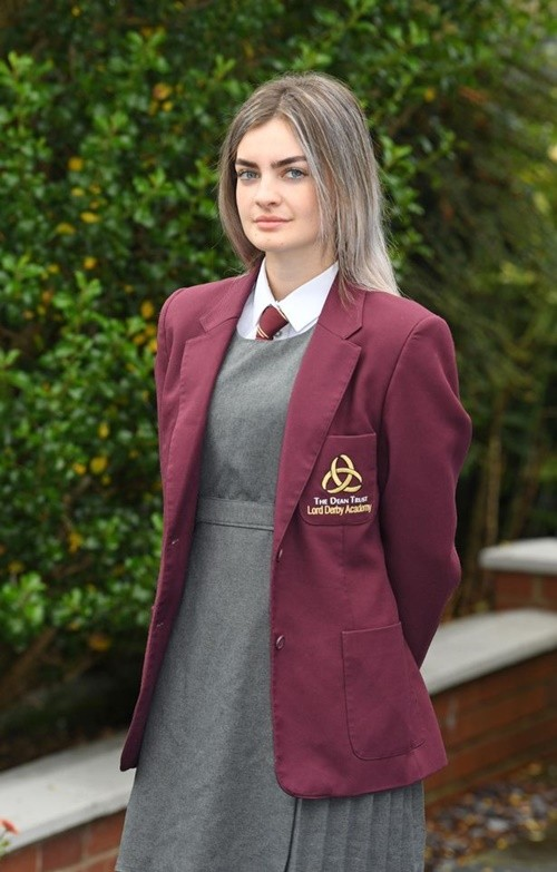 Chỉ vì có lông mày rậm, học sinh nữ bị nhà trường bắt ra về vì cho rằng đó là kẻ lông mày - ảnh 3