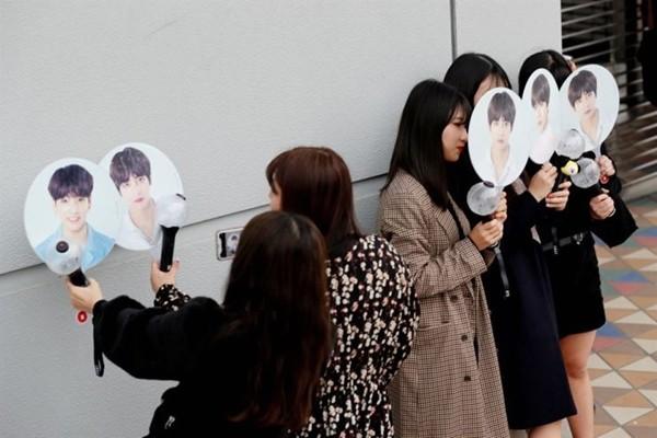 """""""Nghệ sĩ nào thì fan nấy"""": ARMY quyên góp cho trường học, mừng sinh nhật trưởng nhóm BTS Kim Nam-joon - ảnh 1"""
