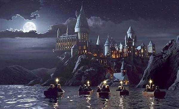 Trường Hogwarts của Harry Potter xuất hiện trên bầu trời Trung Quốc, lại một bí ẩn của năm 2020? - ảnh 3