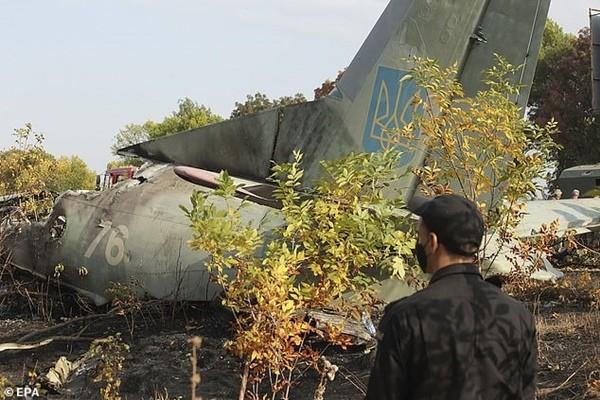 Con gái 7 tuổi của một nạn nhân vụ nổ máy bay ở Ukraine đã có linh cảm trước khi bố tử nạn - ảnh 4