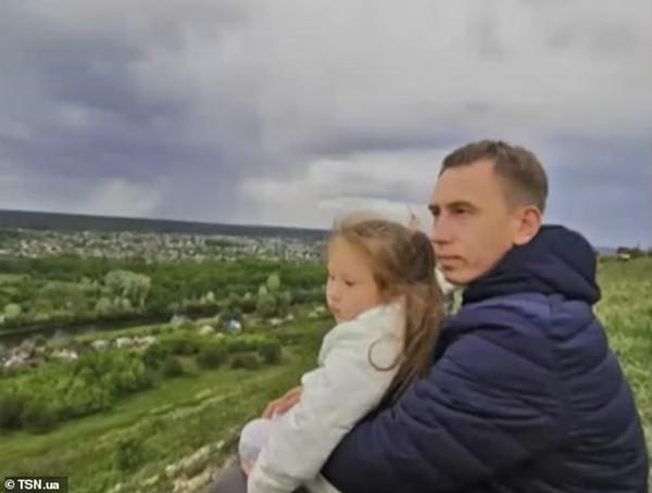 Con gái 7 tuổi của một nạn nhân vụ nổ máy bay ở Ukraine đã có linh cảm trước khi bố tử nạn - ảnh 1