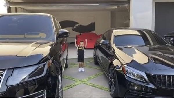 """Kylie Jenner (lại) bị chỉ trích vì cho con gái đeo ba-lô Hermès """"đắt hơn cả ô tô"""" để học tại nhà - ảnh 2"""