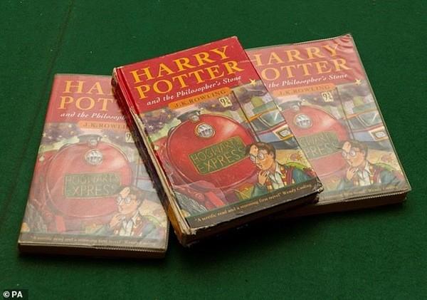 Cuốn Harry Potter cũ này có thể bán được 1,5 tỷ đồng, bạn kiểm tra ngay xem mình có không nhé - ảnh 1