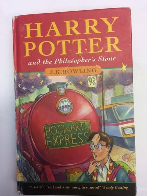 Cuốn Harry Potter cũ này có thể bán được 1,5 tỷ đồng, bạn kiểm tra ngay xem mình có không nhé - ảnh 2