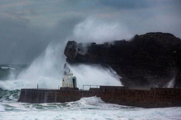 """Bão lớn dường như đang ở khắp nơi: """"Mây xoắn thừng"""" ở Úc, cảnh báo cực nguy hiểm ở Anh - ảnh 7"""
