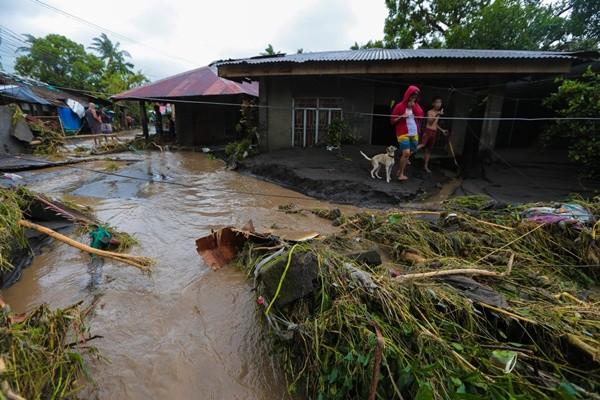"""Philippines ngày hôm sau siêu bão Goni: """"Không có nơi nào để đi, không có thứ gì để ăn"""" - ảnh 1"""