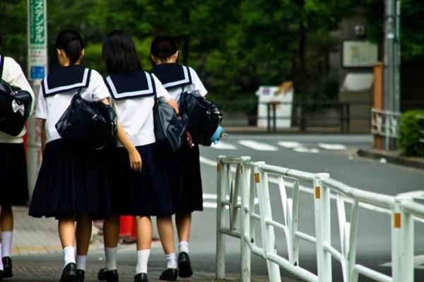 Nhiều trường học ở Nhật bị chỉ trích vì quy định màu đồ lót của học sinh, lại còn kiểm tra - ảnh 3