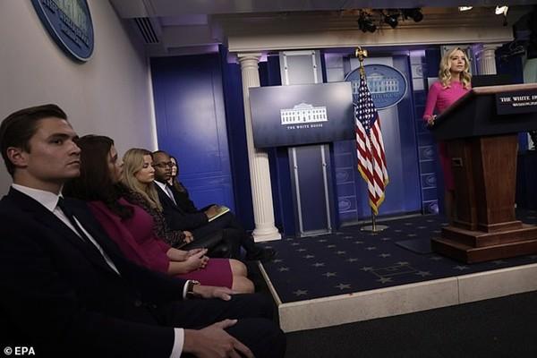 Tổng thống Trump càng thêm bực: Những người được ông quý mến lại quay ra xô xát với nhau - ảnh 3