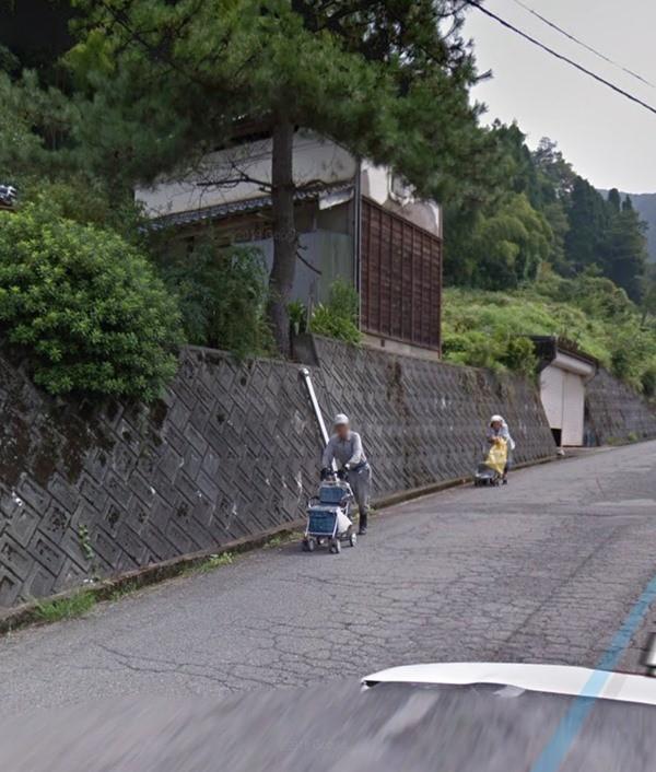 Tìm nhà mình trên Google Earth, con trai tình cờ nhìn thấy người cha đã mất từ 7 năm trước - ảnh 2