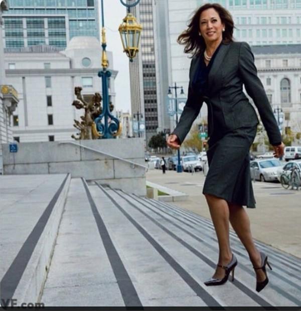 Tạp chí Vogue đăng bìa hình Phó Tổng thống đắc cử Kamala Harris, tại sao gây tranh cãi? - ảnh 2