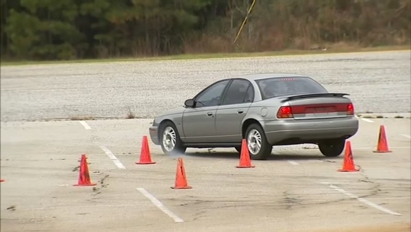 Người học lái xe tệ nhất thế giới: Thi 157 lần vẫn trượt, đã tốn hơn trăm triệu lệ phí thi - ảnh 3