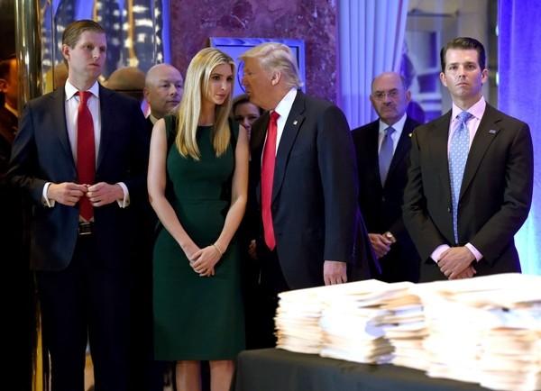 Chủ tịch Hạ viện Nancy Pelosi quyết luận tội, liệu Tổng thống Trump có thể tự ân xá cho mình? - ảnh 3
