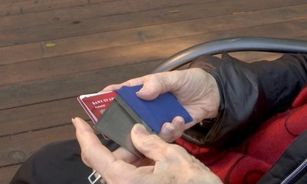 Người vô gia cư trả lại chiếc ví nhặt được, không ngờ đó là sự việc thay đổi cuộc đời ông - ảnh 2