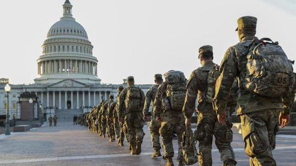 """""""Vấn đề"""" bất ngờ và thú vị mà Vệ binh Quốc gia bảo vệ Điện Capitol gặp phải, khiến họ phải ra thông báo mới - ảnh 3"""