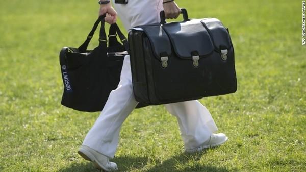 Tổng thống Trump sẽ mang vali hạt nhân rời Washington DC: Đó là gì và làm sao ông Joe Biden nhận được nó? - ảnh 3