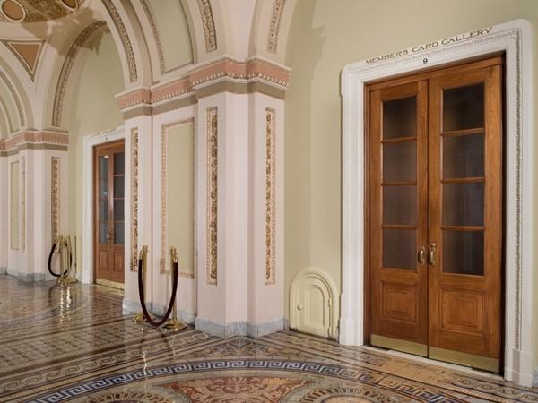 Có những cánh cửa nhỏ xíu bí ẩn xung quanh Điện Capitol, đằng sau chúng là gì vậy? - ảnh 4
