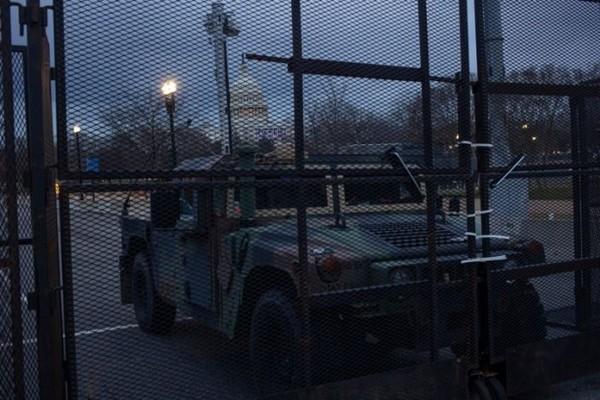 Vệ binh Quốc gia ở Điện Capitol phải học thêm một kỹ năng mới để bảo vệ Lễ Nhậm Chức của ông Joe Biden - ảnh 1