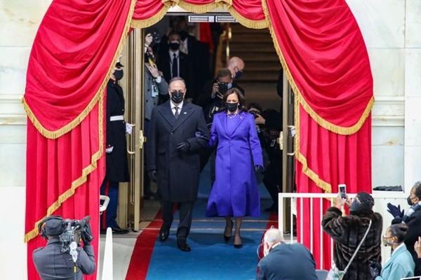 Trang phục tím tràn ngập trong Lễ Nhậm Chức của Joe Biden - Kamala Harris, tại sao vậy? - ảnh 1
