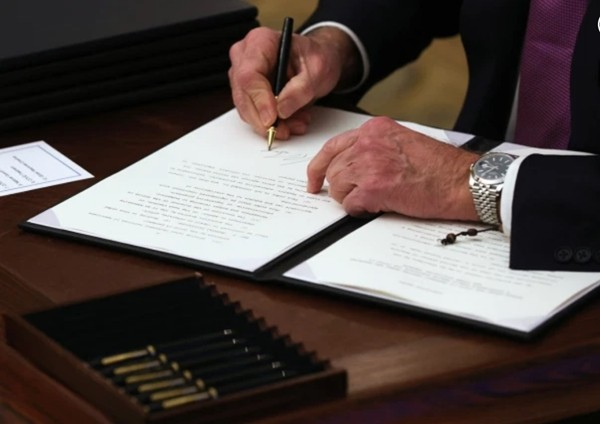 Chiếc đồng hồ của tân Tổng thống Joe Biden có gì đặc biệt mà tất cả mọi người đều nói đến? - ảnh 3