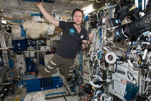 Tiết lộ giá vé của chuyến bay thương mại đầu tiên đưa người lên vũ trụ (và vé bán hết rồi) - ảnh 3