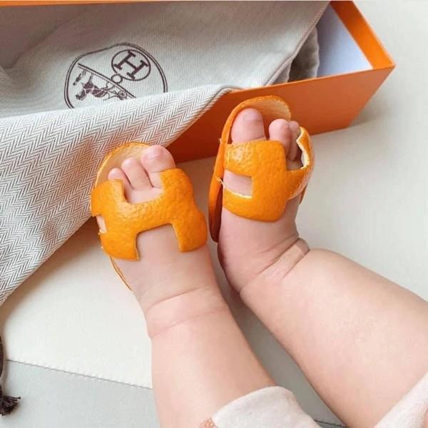 Không có tiền mua dép Hermès, một người tự làm dép bằng… vỏ cam, ai ngờ được khen hết lời - ảnh 2