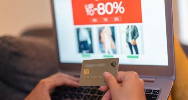 """Thí sinh Hoa hậu Hoàn vũ Singapore lén dùng thẻ ngân hàng của bạn để mua sắm bằng """"chiêu"""" cực dễ - ảnh 2"""