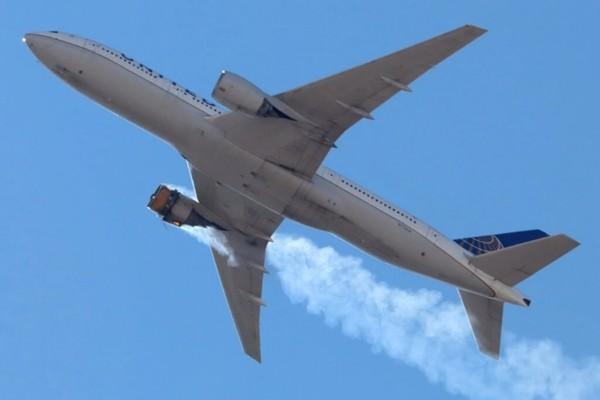 Boeing 777 của United Airlines hỏng động cơ khi đang bay: Bạn cần biết những gì nếu hay đi máy bay? - ảnh 1