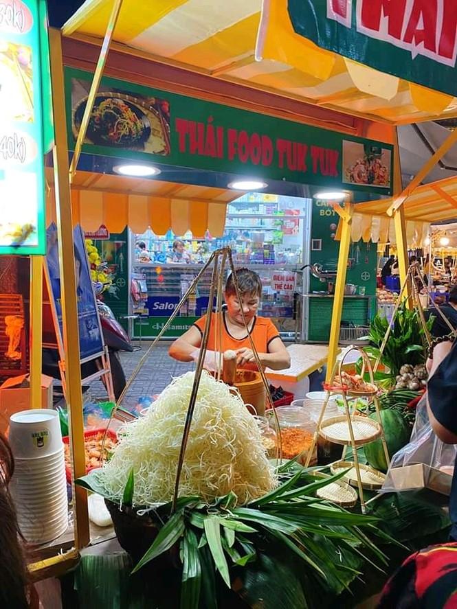 Hẹn hò Sài Gòn: Lạc lối ở thiên đường ẩm thực và mua sắm tại phố đi bộ Kỳ đài Quang Trung - ảnh 4