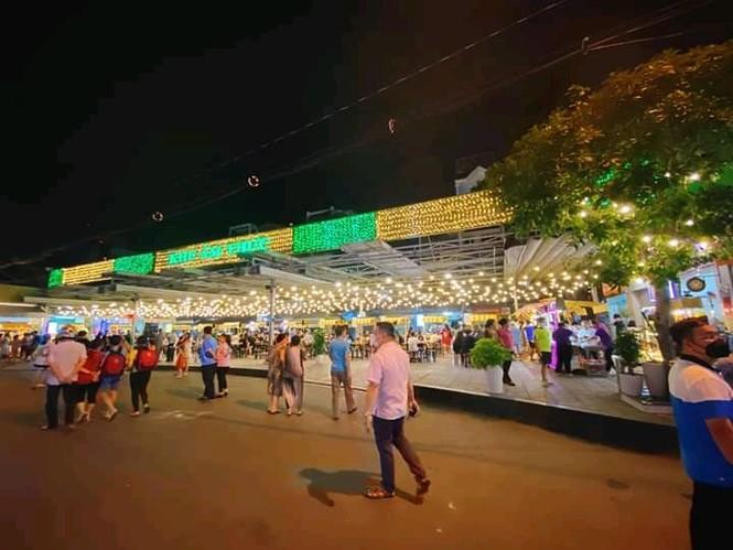 Hẹn hò Sài Gòn: Lạc lối ở thiên đường ẩm thực và mua sắm tại phố đi bộ Kỳ đài Quang Trung - ảnh 7