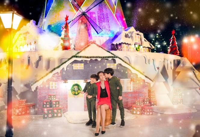 """Teen Hà Nội đã kịp check-in cùng """"cây măng Noel"""" đẹp như ngôi làng cổ Bắc Âu này chưa? - ảnh 3"""