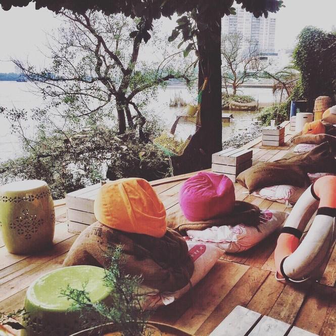 Ngắm hoàng hôn đẹp lãng mạn bên bờ sông Sài Gòn tại những tiệm cà phê chill hết nấc - ảnh 7