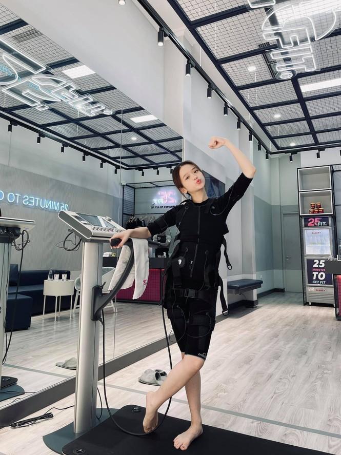 Lê Bống đăng clip đáp anti-fan, Linh Ka thăng hạng nhan sắc khoe vòng eo con kiến - ảnh 8