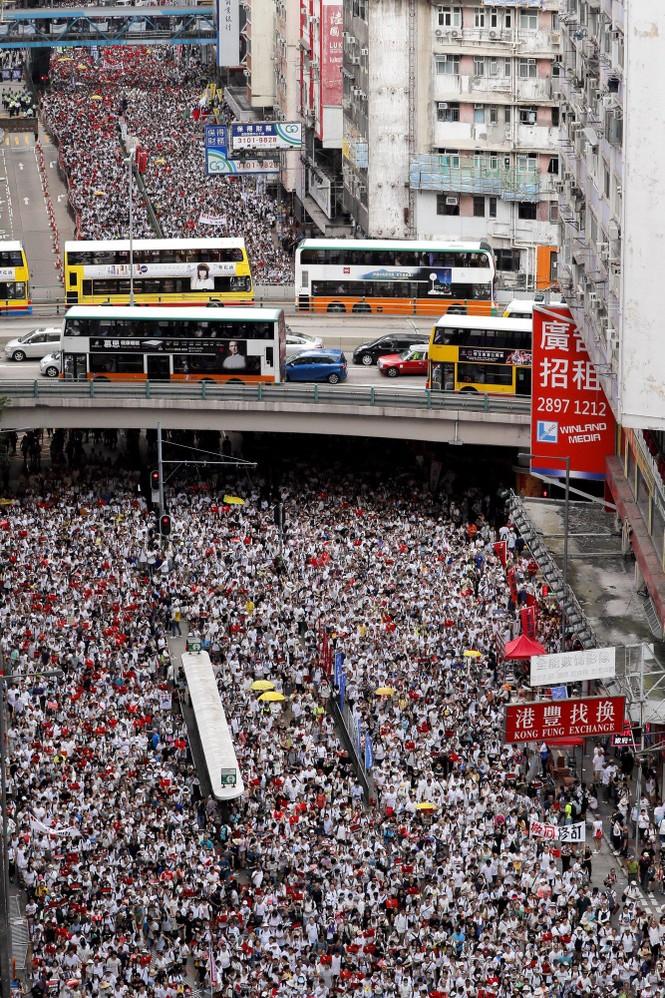Toàn cảnh cuộc biểu tình lớn nhất ở Hong Kong trong 15 năm qua - ảnh 1