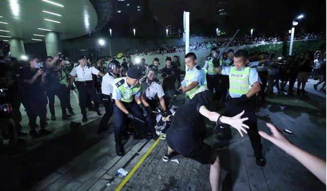 Toàn cảnh cuộc biểu tình lớn nhất ở Hong Kong trong 15 năm qua - ảnh 7