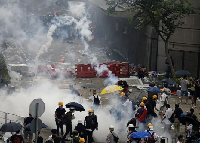 Hàng trăm người bị thương trong các cuộc bạo động tại Hong Kong - ảnh 7
