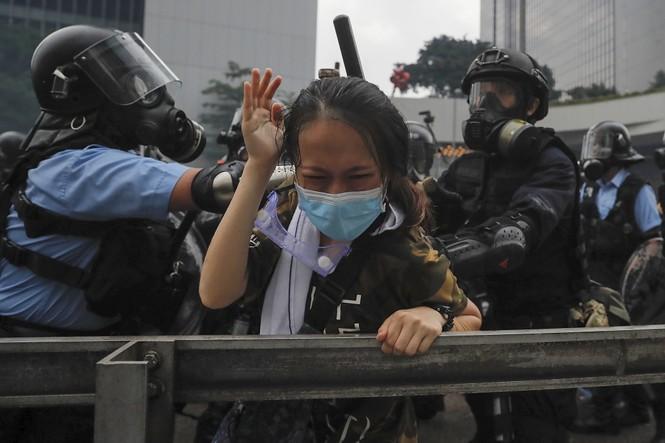 Hàng trăm người bị thương trong các cuộc bạo động tại Hong Kong - ảnh 4