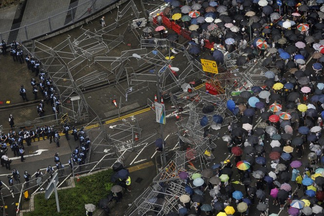 Hàng trăm người bị thương trong các cuộc bạo động tại Hong Kong - ảnh 3