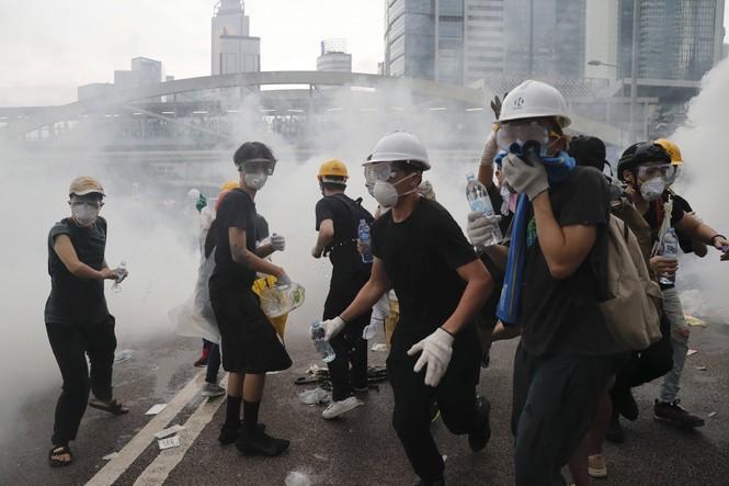 Hàng trăm người bị thương trong các cuộc bạo động tại Hong Kong - ảnh 6