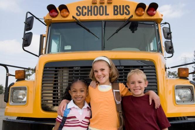 Xe đưa đón trên thế giới ngăn chặn việc bỏ quên học sinh ra sao - ảnh 2