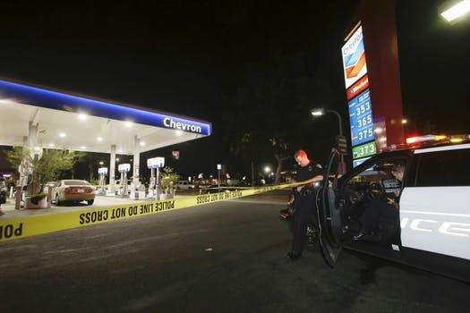 Đâm chém, cướp bóc hàng loạt ở California khiến ít nhất 6 người thương vong - ảnh 1
