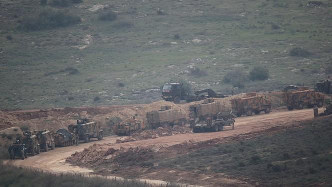 Thổ Nhĩ Kỳ ồ ạt dồn quân đến biên giới Syria - ảnh 1