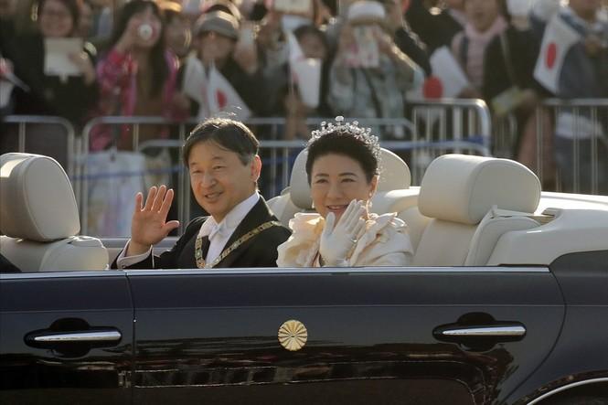 Nhật Hoàng lần đầu diễu hành sau đăng quang - ảnh 7