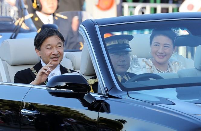 Nhật Hoàng lần đầu diễu hành sau đăng quang - ảnh 8