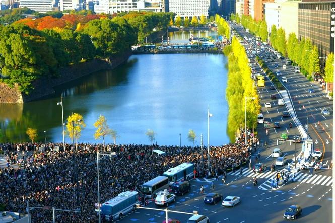 Nhật Hoàng lần đầu diễu hành sau đăng quang - ảnh 4