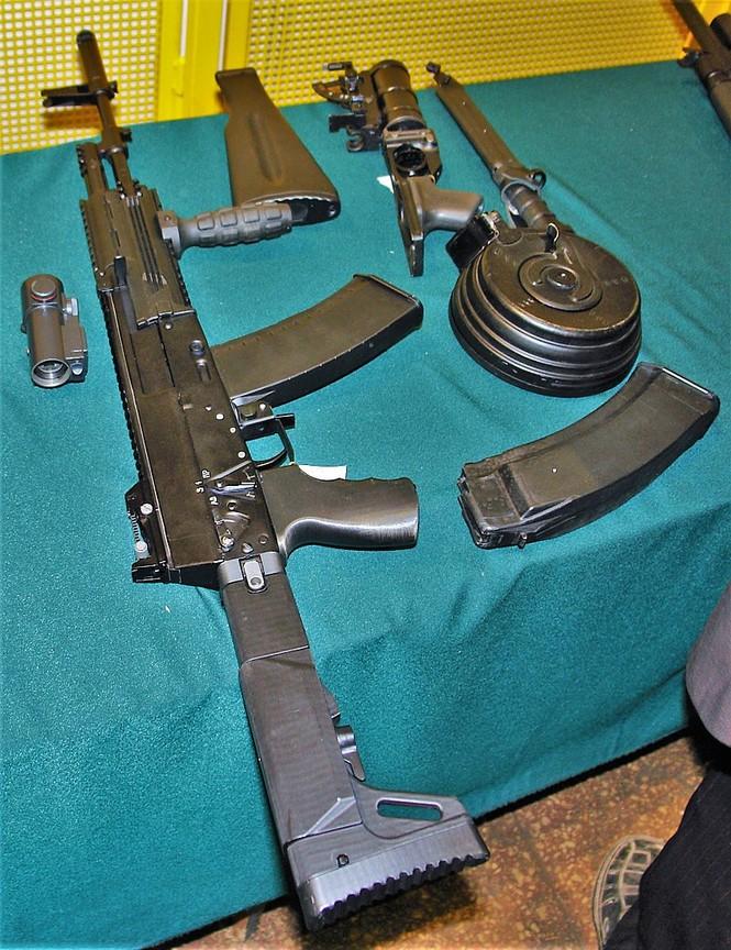 Đặc công Nga nhận 700 khẩu súng trường tấn công AK-12 - ảnh 1