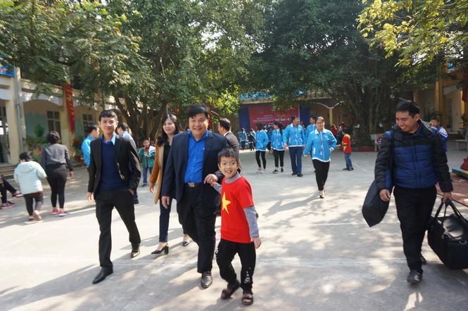 Mang tiếng cười đến trẻ khuyết tật trường Chuyên biệt Bình Minh - ảnh 15