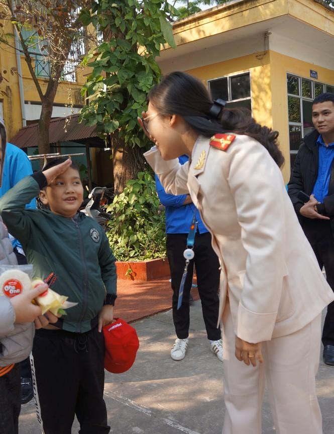 Mang tiếng cười đến trẻ khuyết tật trường Chuyên biệt Bình Minh - ảnh 6