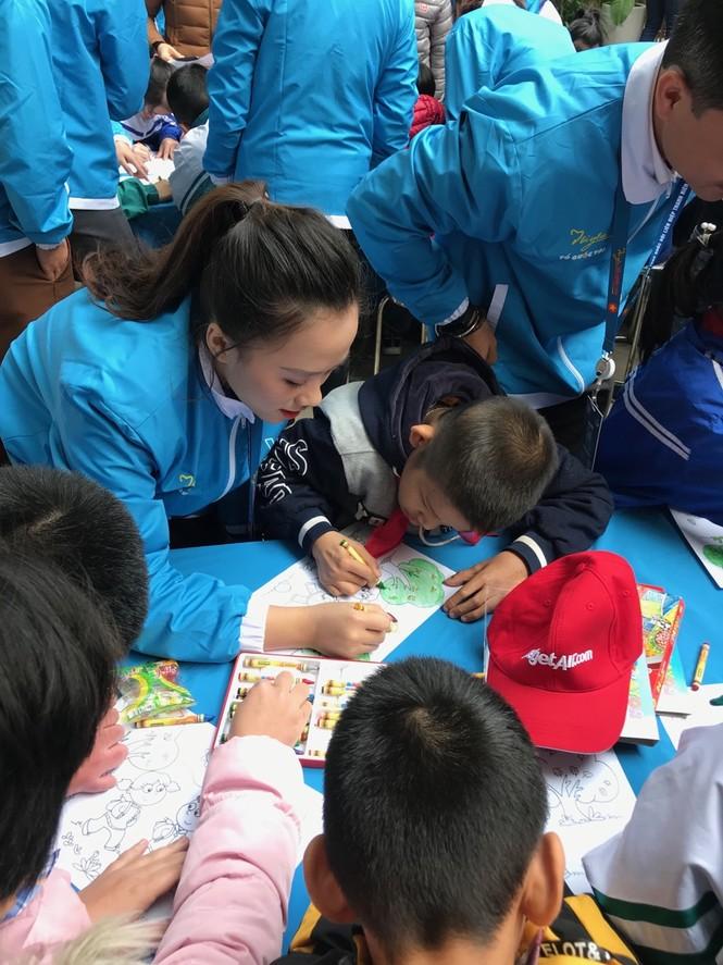 Mang tiếng cười đến trẻ khuyết tật trường Chuyên biệt Bình Minh - ảnh 10
