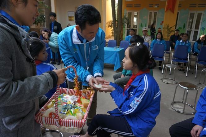Mang tiếng cười đến trẻ khuyết tật trường Chuyên biệt Bình Minh - ảnh 3