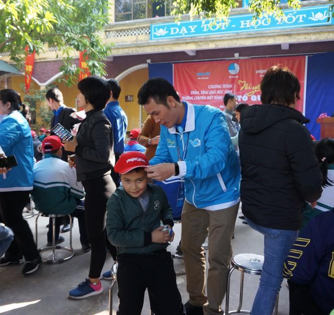 Mang tiếng cười đến trẻ khuyết tật trường Chuyên biệt Bình Minh - ảnh 2